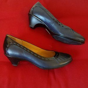 Softspots Leather Kitty Heel Shoes